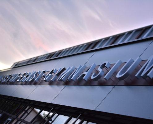 Albrecht-Ernst-Gymnasium-Profil3-Fassadenbeschriftung3