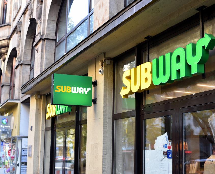 Leuchtschrift Restaurant Subway
