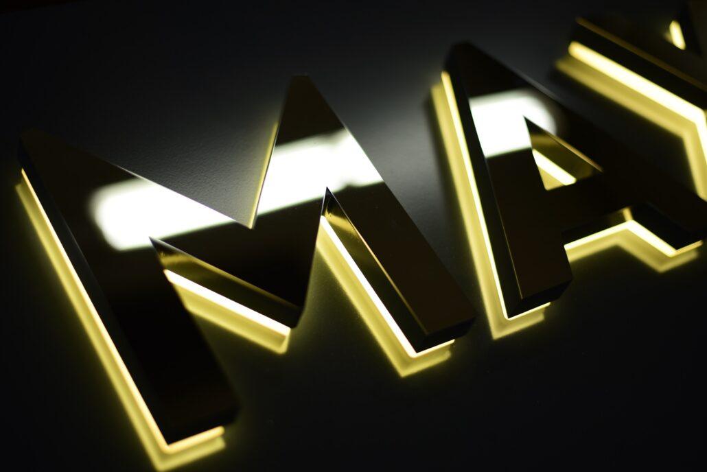 Acrylbuchstaben rückleuchtend Detail