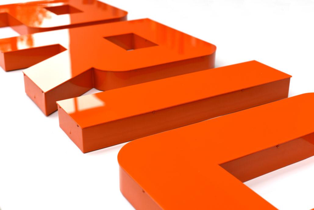 Einzelbuchstaben in Profil 6 Bauweise