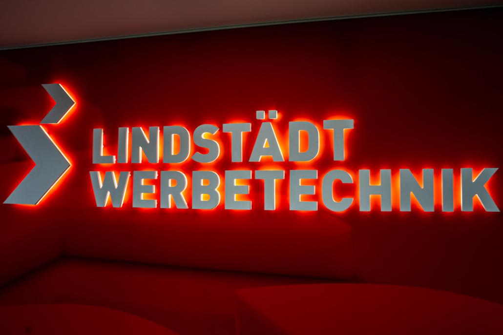 Acrylbuchstaben rück- und seitenleuchtend Lindstädt
