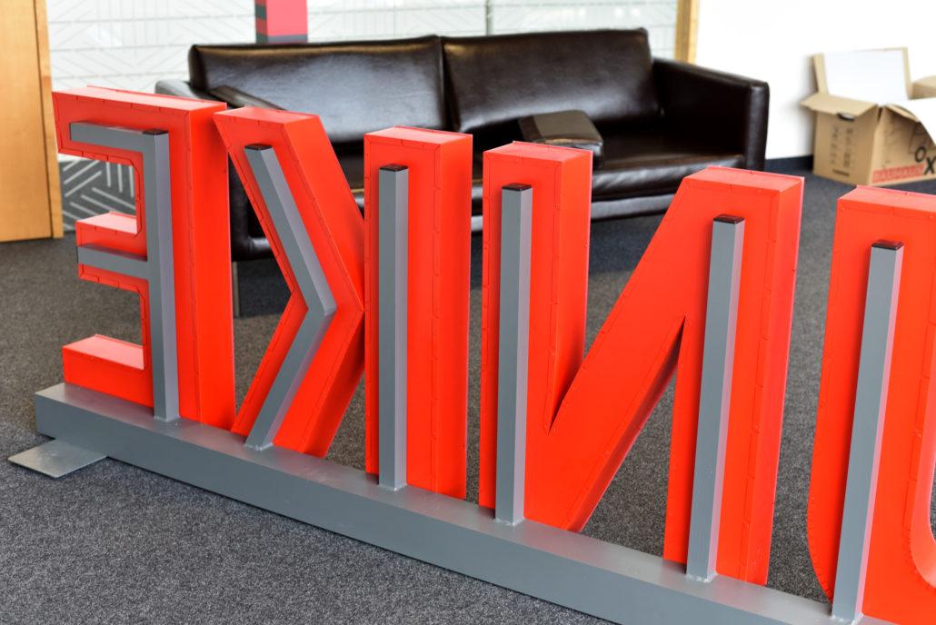 Unterkonstruktion für freistehende Buchstaben